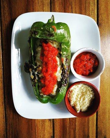 Jardin Cafe: Vegetarian stuffed pepper!!