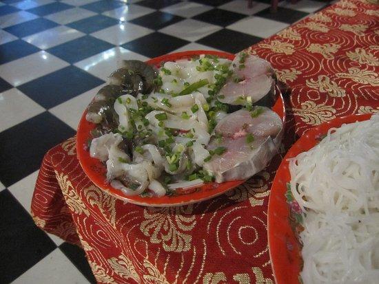 Tu Anh Restaurant : 鍋料理の入れる食材