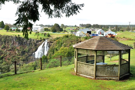 Bischoff Hotel: Gazebo overlooking the falls
