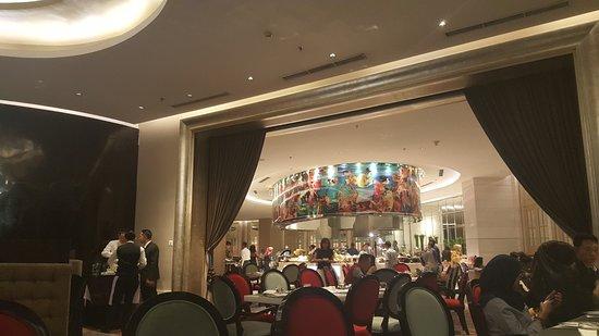 Hotel Ciputra World Surabaya: Dining room Gallery Restaurant
