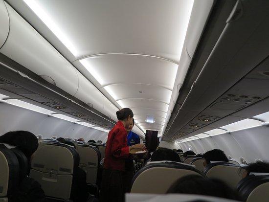 Druk Air: พนักงานบริการบนเครื่องจะแต่งชุดประจำชาติประเทศภูฏาน ครับ