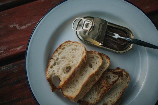 El Estanco: Anchovies & Bread