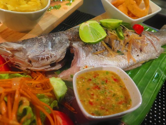 Barracuda Roof Top Restaurant & Bar: Steamed Whole Snapper