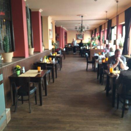 Haus Henkenberg: Fotos: Eingangsbereich, Terrasse, Innenbereich, hausgemachter Kuchen, Thekenbereich, Gratissnack