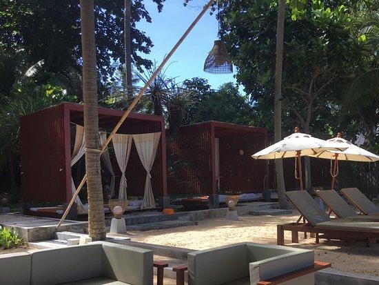 Lanta Sand Resort and Spa : Beach area