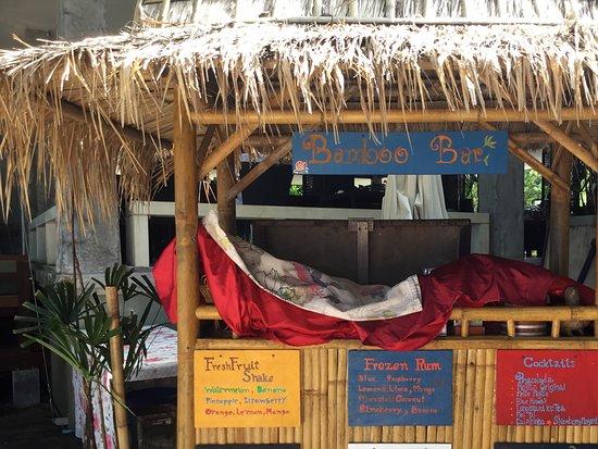 Lanta Sand Resort and Spa : Bamboo bar