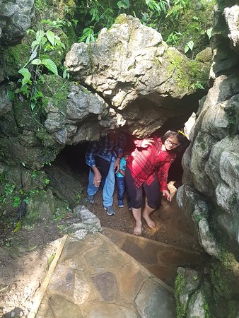 Mawsmai Cave: exit to sunlight.