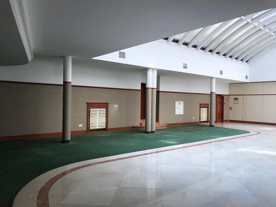 Hetman Hotel : Странно оформленный холл.