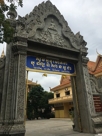 Wat Langka: Main Entrance