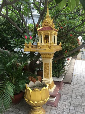 Wat Langka: Not sure what is this but looks beautiful...you will find many of like this inside Pagoda