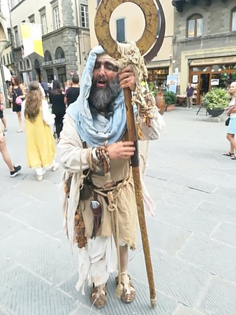 Belleri Enzo Taxi Ncc Cortona: Medieval market in Cortona for the Archidado festival2018