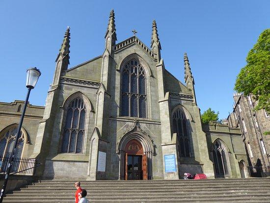 St. Mary's Cathedral: Entrée de la cathédrale
