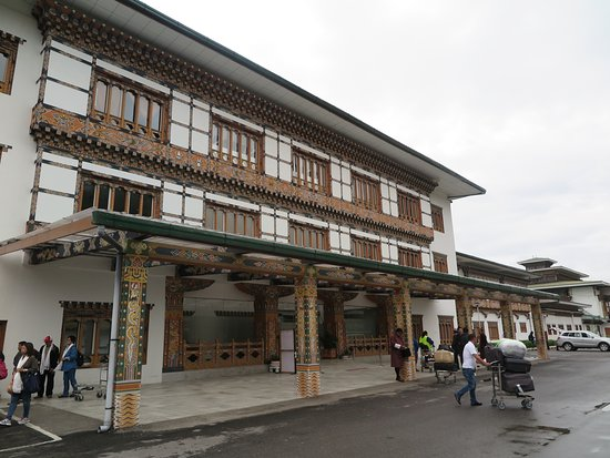 Bhutan Airlines: สนามบินพาโรแห่งนี้คุณจะตระการตา ในความ เรียบง่าย แต่ วิจิตรงดงาม ที่สะท้อน เอกลักษณ์ และความมีจุ