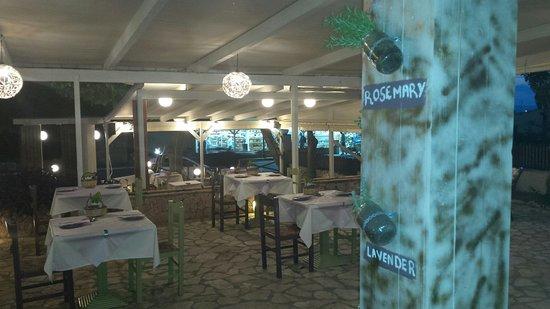 Kefalos Greek Cuisine & Bar: Heerlijke kruiden.