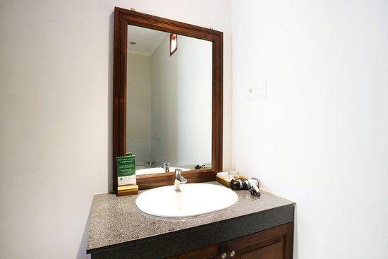 Villa Puriartha: Bathroom