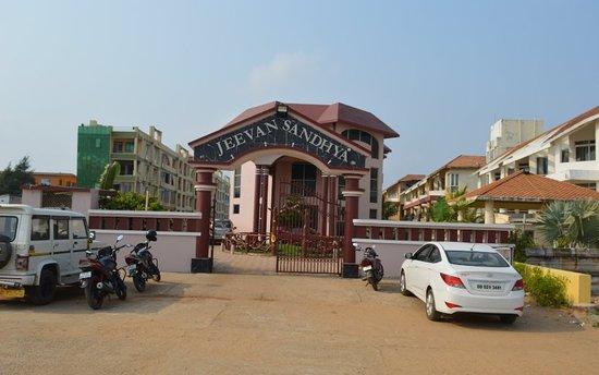 Jeevan Sandhya Inn: Very good location & service