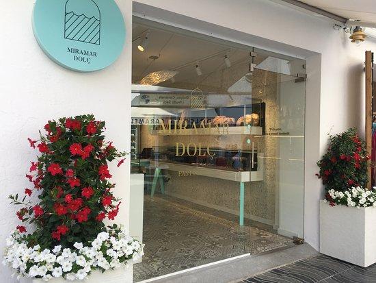 Restaurante Miramar: La pastelería que han abierto a escasos metros del restaurante