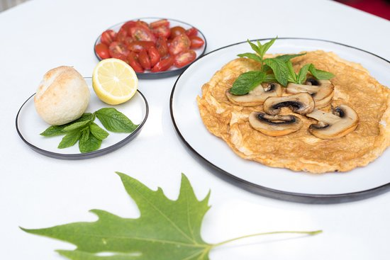Platanos - The Puressence Cafe: Delicious omelettes with fresh eggs from Naxos