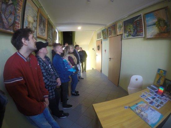 Omsk Oblast, Russland: Экскурсия в галерее Сугроб (тгк Медведь) правый вход. Ленина 50