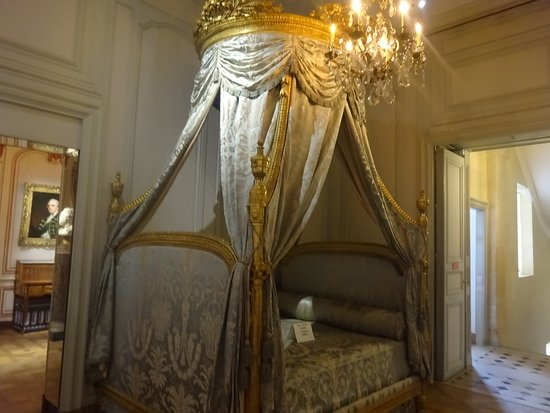 Musee Cognacq-Jay: grand bed
