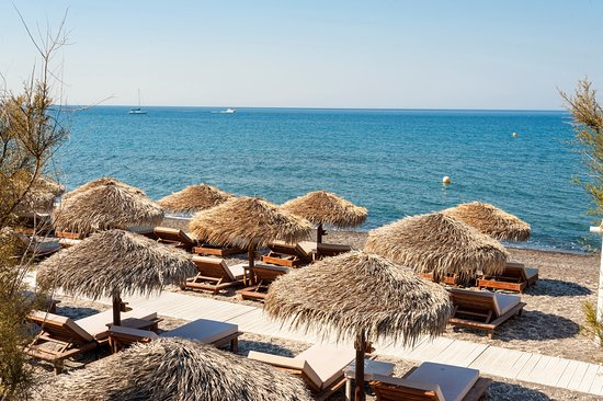 Theros Wave Bar: by the sea