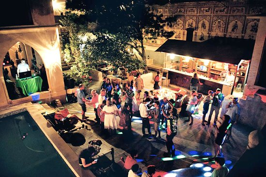 Le Prince Haveli - French Homestay: Party at night
