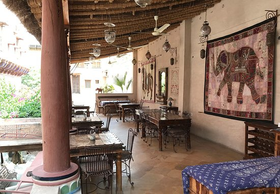 Le Prince Haveli - French Homestay: Salle à manger extérieure