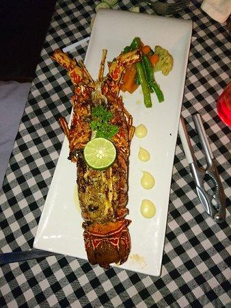 La Rouge Restaurant & Bar: Прекрасный лобстера на день рождения сыну. Чудесный персонал, отличная кухня.