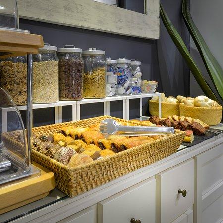 Alexandra Aparthotel: Breakfast · Desayuno · Esmorzar
