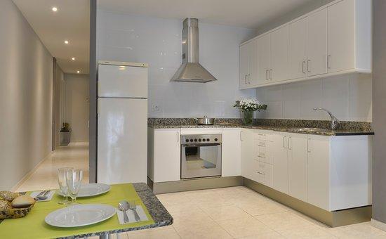 Alexandra Aparthotel: Kitchen View : Vista Cocina · Vista Cuina