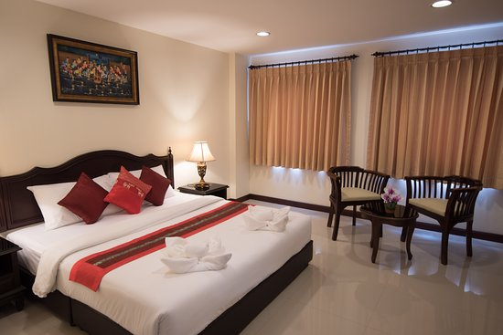 True Siam Rangnam Hotel: Superior room, a double bed (King bed)