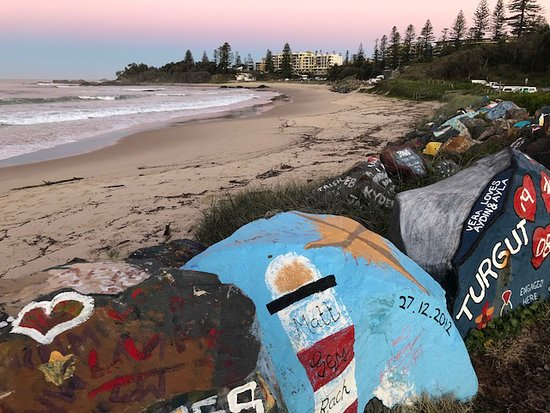 Coastal walk: Breakwall and Town Beach