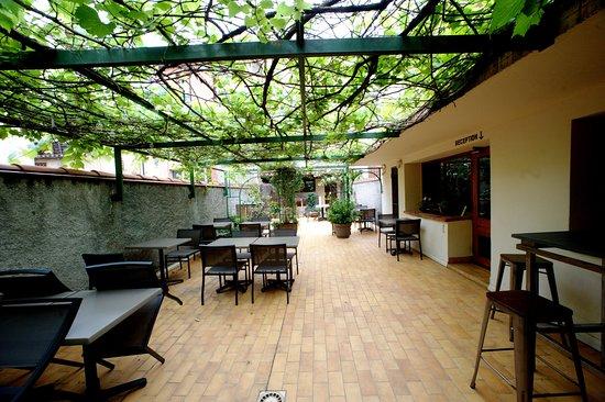 Hôtel des Arcades: Terrasse Petit déjeuner