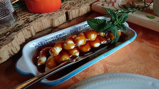 Agriturismo Muru Idda: Fresh Ricotta with Orange Honey! One of my faves!