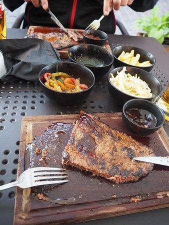 Restauracja Artus: Steak auf den Punkt gebraten