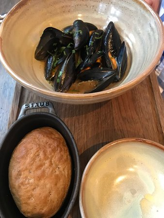 The Coach Makers Arms: Mussels