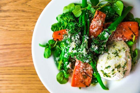 Arlo's Balham : Burrata, roast carrots, chargilled broccoli and Hampshire watercress