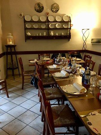 Osteria dello Stambecco: La sala interna, piccola ma accogliente