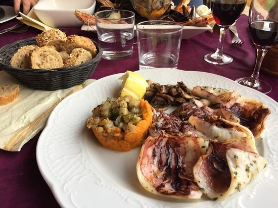 Tautavel, Francia: octopus and the lovely bread