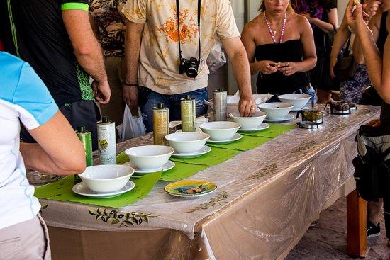 To Vouno: olive oil taste