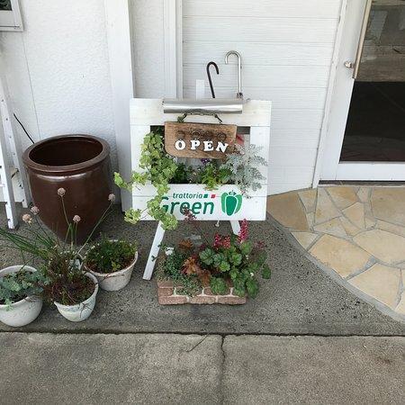 Trattoria Green : 玄関脇のウエルカムボード