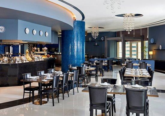 Crowne Plaza Doha West Bay : The Sixth Floor Restaurant