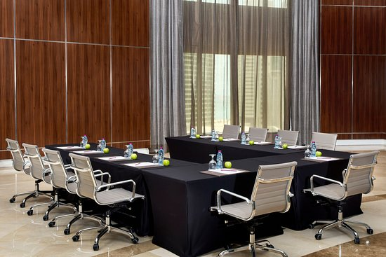 Crowne Plaza Doha West Bay: Meeting room