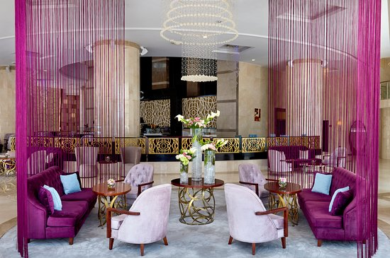 Crowne Plaza Doha West Bay: Noir Bar & Lounge