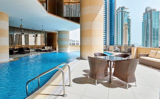 Crowne Plaza Doha West Bay: Front desk