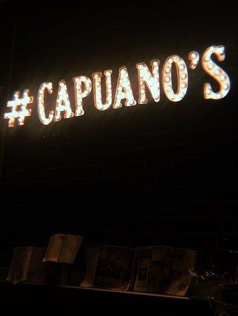Capuano's : L'insegna dentro al locale