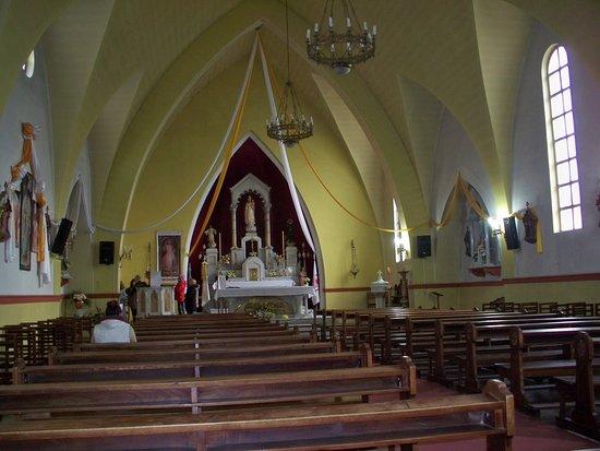 Iglesia Nuestra Señora de la Merced: interior pleno de luz y sosiego