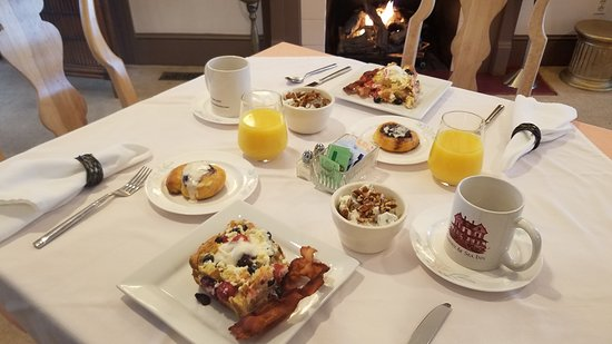 New Church, VA: Our Full Breakfast by the Fireplace