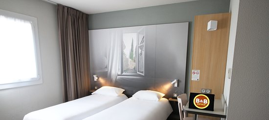 B&B Hotel Valence TGV - Romans: La chambre lits jumeaux de l'Hôtel B&B Valence TGV Romans