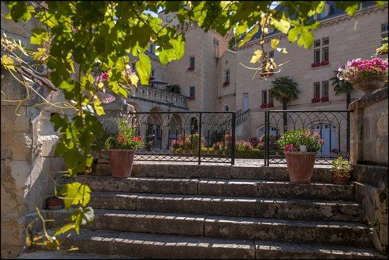 Chateau de La Riviere: Vue de la cours du Château de La Rivière